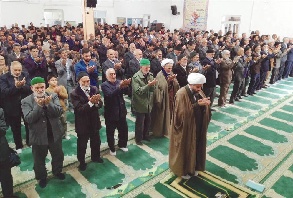 نماز جمعه آیسک  - عکس :عرب نجات